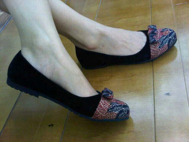 Neena Black Madura   #SepatuBatik #BatikShoes #FlatBatikIndonesia #BatikIndonesia #madeinindonesia #outfitoftheday #HandmadeShoes #TokoRayyasti #BatikKawung #BatikMadura #BatikJumputan #BatikGarutan #BatikParang