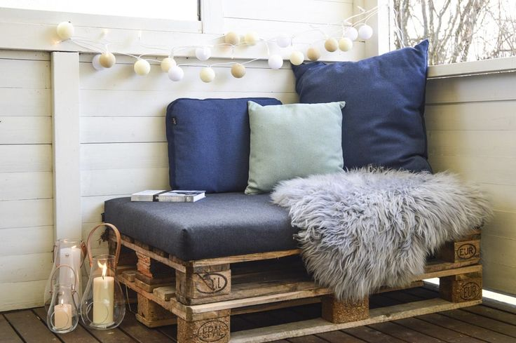 DIY sofa of Euro pallets. Cushion is from PYTT Living