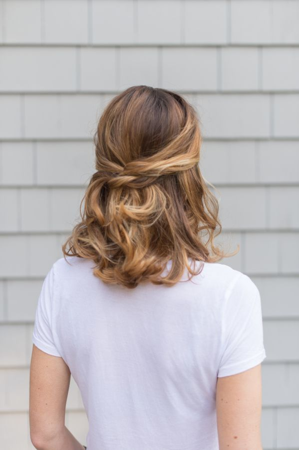 Half up half down hairstyle for shoulder length hair #hairstyles #halfuphairstyles http://tinkiiboutique.com/