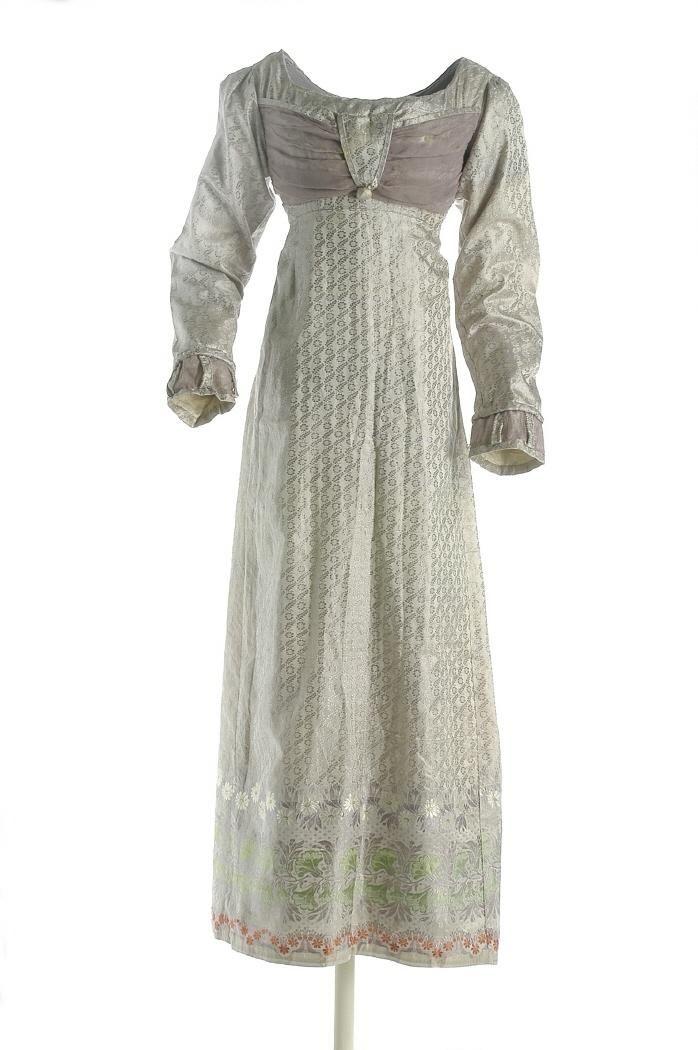 Girl's dress, 1801-1833, Museo del Traje.