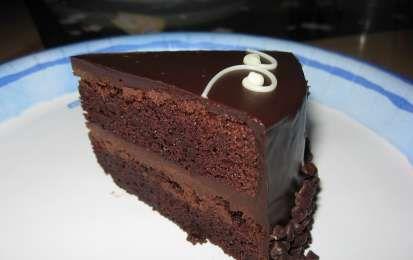 Torta al cioccolato con due creme - Ricetta per preparare una supergolosa torta al cioccolato, adatta per i compleanni, abbastanza facile da preparare