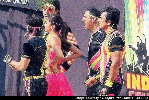 SRK, Deepika And Others Spotted Shooting For 'Happy New Year'