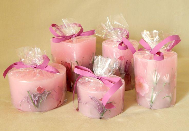 Ροζ χειροποίητα κεριά με άρωμα φράουλας. Pink handmade candles with strawberry aroma.