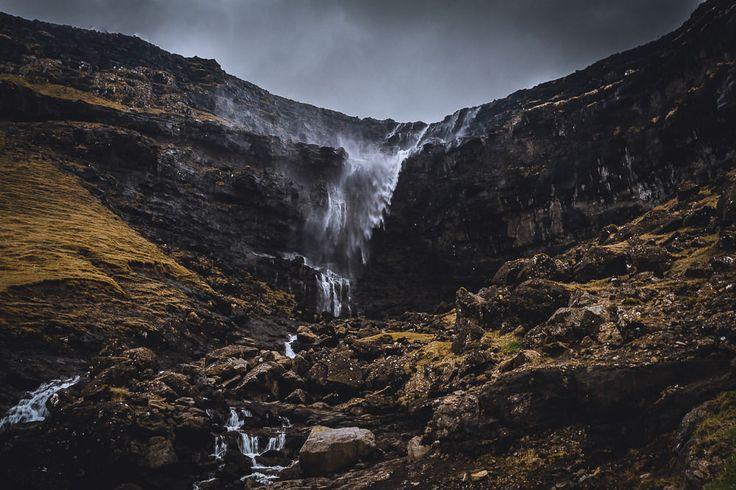Der Fossá in der Nähe von Haldarsvík ist der höchste Wasserfall der Färöer Inseln