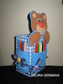 Oi meninas!!! Mais uma sugestão de lembrancinhas para vocês viu!  Usei como base a caixinha de leite, cobri com cartolina decorada...