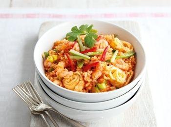 Orez prăjit cu creveți în stil thailandez Pregăteşte o cină rapidă şi aromată, cu puţine calorii. Reţete cu fructe de mare, Reţete cu curry, Rețete simple, Thailandeza, Reţete rapide, Cina, Reţete cu fasole verde, Reţete cu orez, Rețete cu sos de peşte, Rețete sub 20 de minute, Fara gluten, Pentru familie, Reţete cu creveţi
