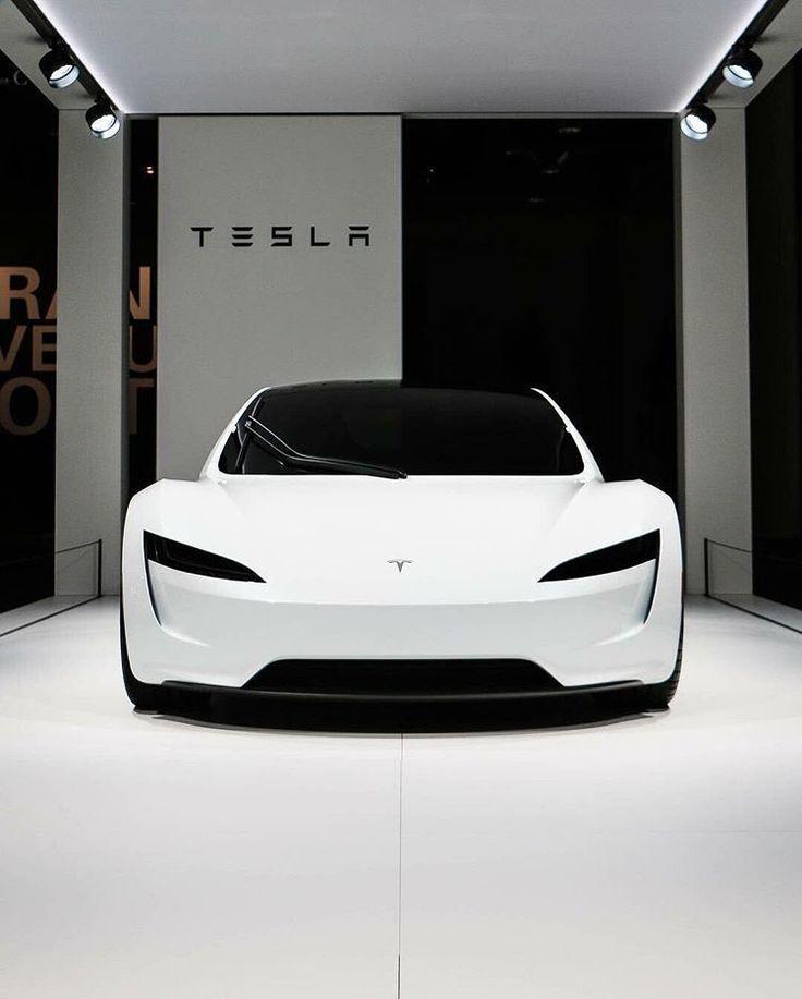 Der neue Tesla Roadster sieht direkt aus der Zukunft! Lässt uns an Stormtr denk