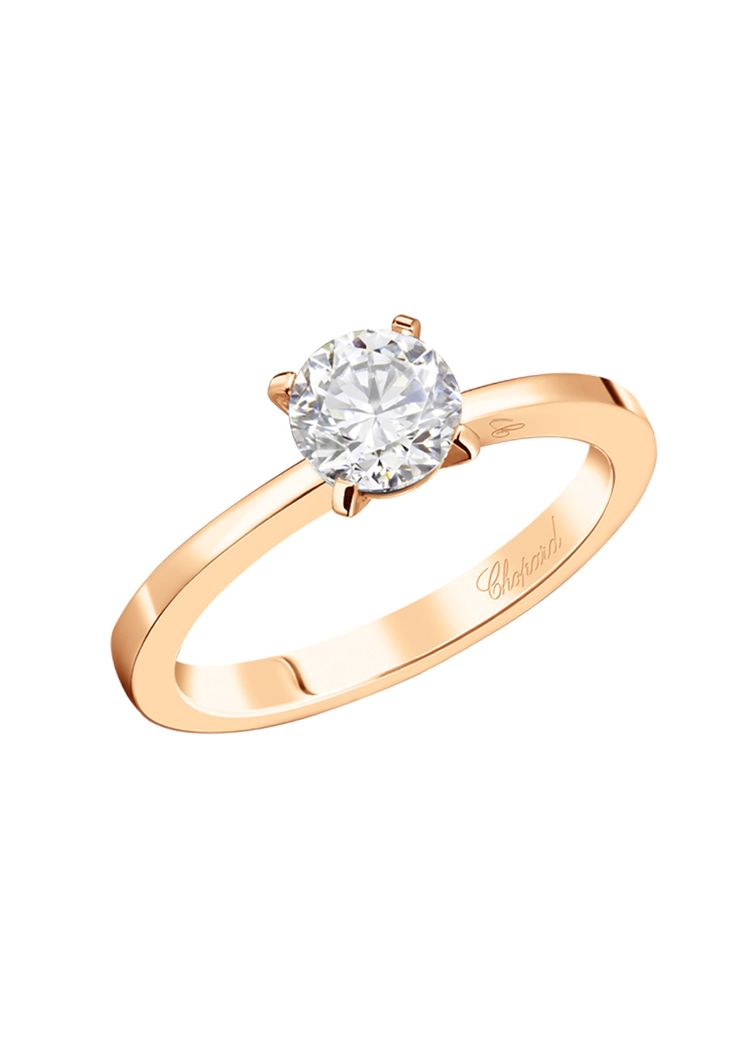 Avec la bague de fiançailles en diamant For Ever Chopard, amour rime avec toujours. La pureté des lignes de cette bague en or rose 18 carats étincelant épouse à merveille son éblouissant diamant de 0,70 carat, taille brillant. Gravée du...