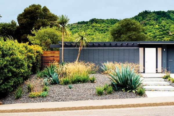 The horizontal lines of Eichler homes don't interfere with the surrounding landscape.