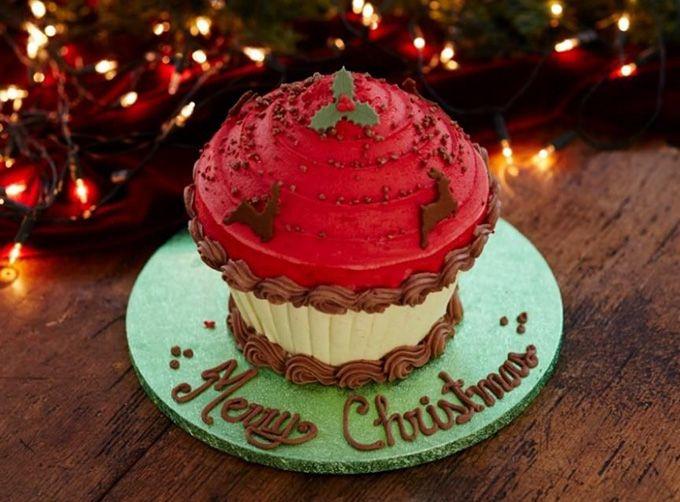 2015年11月28日(土)、カップケーキショップ「ローラズ・カップケーキ東京(LOLA'S Cupcakes Tokyo)」からクリスマス限定商品が発売される。   左...
