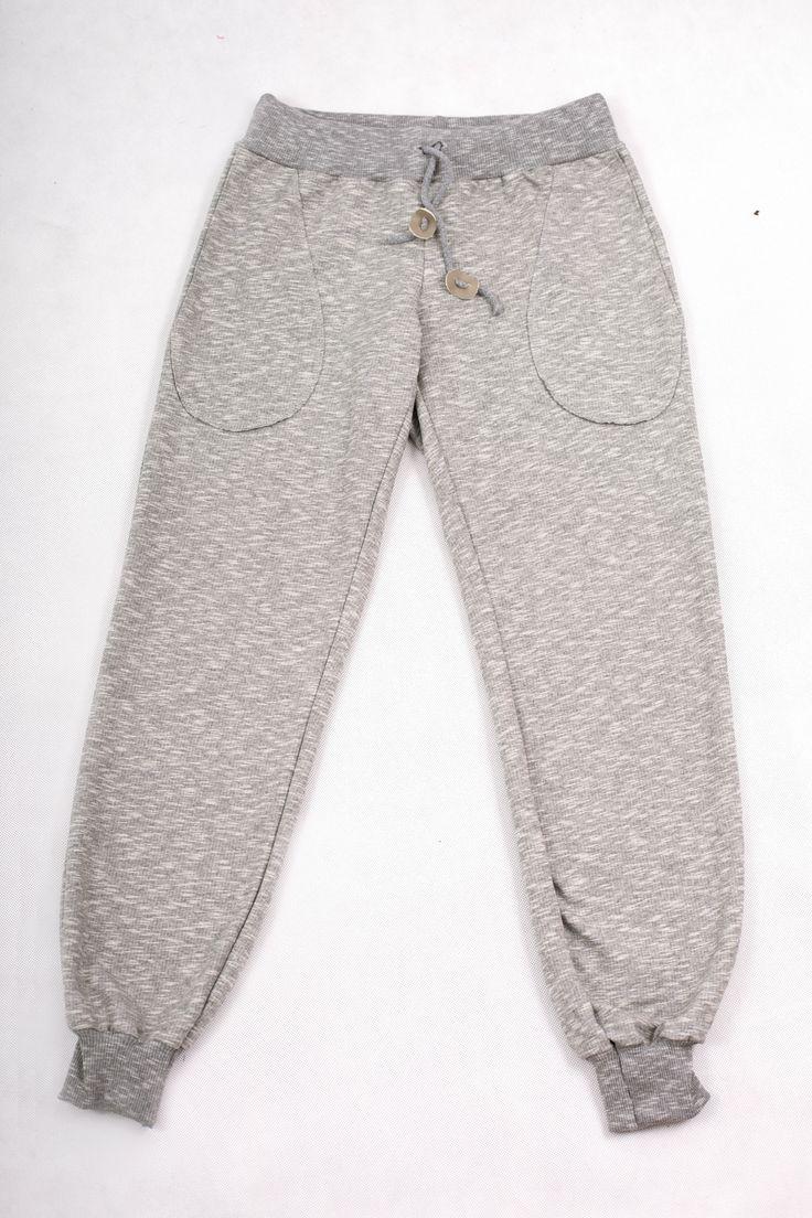Zita / Spodnie dresowe. Spodnie z miękkiej, wysokogatunkowej dzianiny dresowej w kolorze szarego melanżu, w oryginalnym fasonie z obniżonym krokiem, w pasie szeroki ściągacz na dodatkowej gumie, średniej grubości, idealne na każda porę roku szczególnie na okres przejściowy, Gramatura 240 g/m2. #fashion #autumn #polishfashion #women #casual