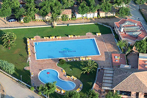 Détendez-vous sur la Costa Brava en réservant votre séjour au camping Bella Terra à Blanes ! Plus d'infos : https://www.tohapi.fr/costa-brava/camping-bella-terra.php #tohapi #camping #piscine #vacances #costabrava #espagne #blanes