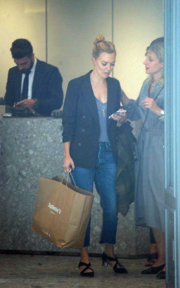 La hija del fundador de Inditex, de compras con unas amigas en la ´flagship store´ de Zara que ayer abría sus puertas al público en el centro de la ciudad
