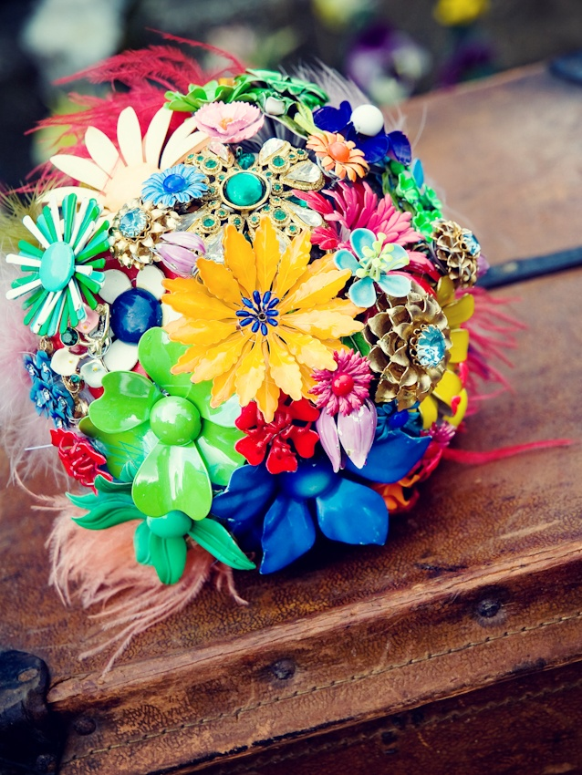 I will definitely have a brooch bouquet!! already started collecting brooches!