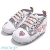 babyschoentjes babyschoenen babyslofjes baby sneakers silver zilver hartes hearts