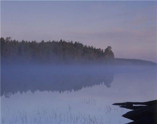 Утонувшим мужчиной в озере оказался 41-летний сотрудник ФСБ по Мурманской области http://www.hibiny.com/news/archive/117564  8 октября вечером житель города Кола с другом направлялись на автомобиле в сторону Мурманска. Около полуночи мужчины решили заночевать на берегу озера рядом со станцией Инема.Проснувшись 9 октября в половине второго ночи, кольчанин обнаружил, что
