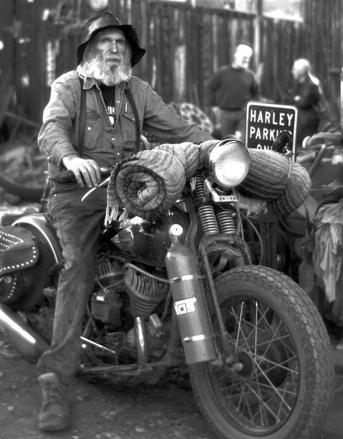 #vintage #motorcycles #photography  Tipos guapos eran los de antes...
