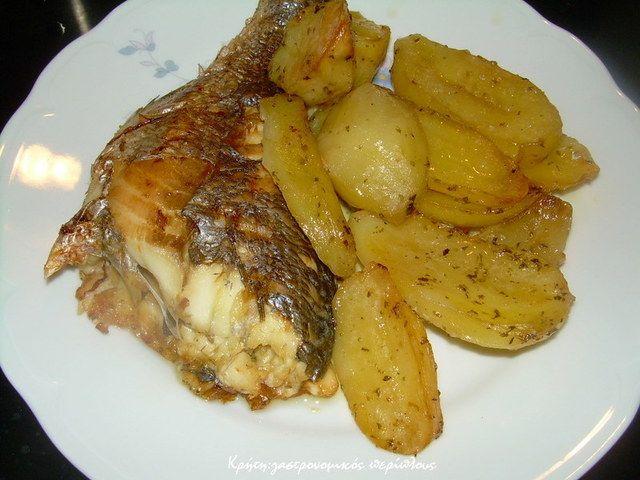Ψάρι με πατάτες , λεμόνι  και ρίγανη στο φούρνο
