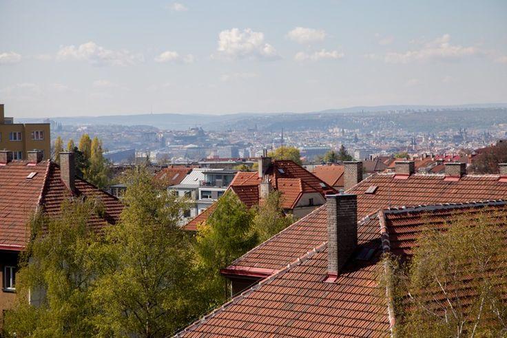 Im Projekt Atrium Kobylisy stehen schon nur noch einige wenige Wohnungen zum Verkauf. Es handelt sich dabei aber um Wohnungen in den obersten Etagen mit großen Terrassen und mit herrlicher Aussicht auf Prag. Glauben Sie es nicht? Dann schauen Sie selbst! www.atrium-kobylisy.cz/en