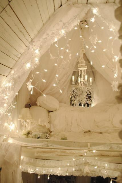 Bedroom fairy lights canopy - I want this in my room (or some version of it anyway)