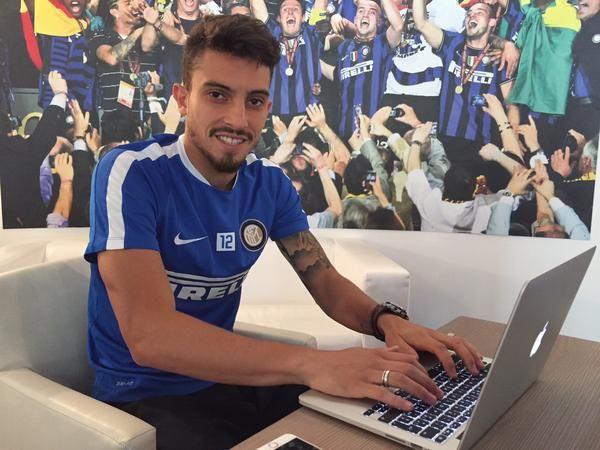 """Inter, Alex Telles: """"Posso essere il nuovo Roberto Carlos. L'obiettivo è vincere il campionato"""" - http://www.maidirecalcio.com/2015/09/09/inter-alex-telles-posso-essere-il-nuovo-roberto-carlos-lobiettivo-e-vincere-il-campionato.html"""