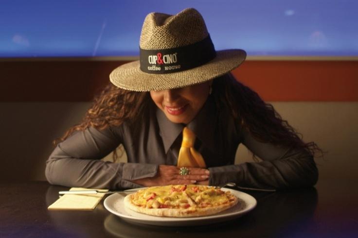 Rosi ißt Pizza