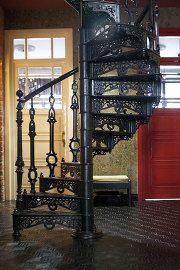 12 Чугунная винтовая лестница
