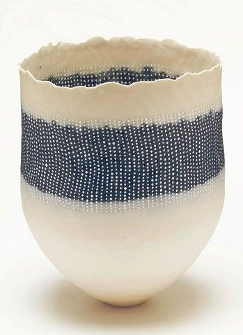 CHERYL MALONE / STRATIFIED VESSEL WITH COBALT / COILED PORCELAIN / 25,5 X 20 X 19 cm