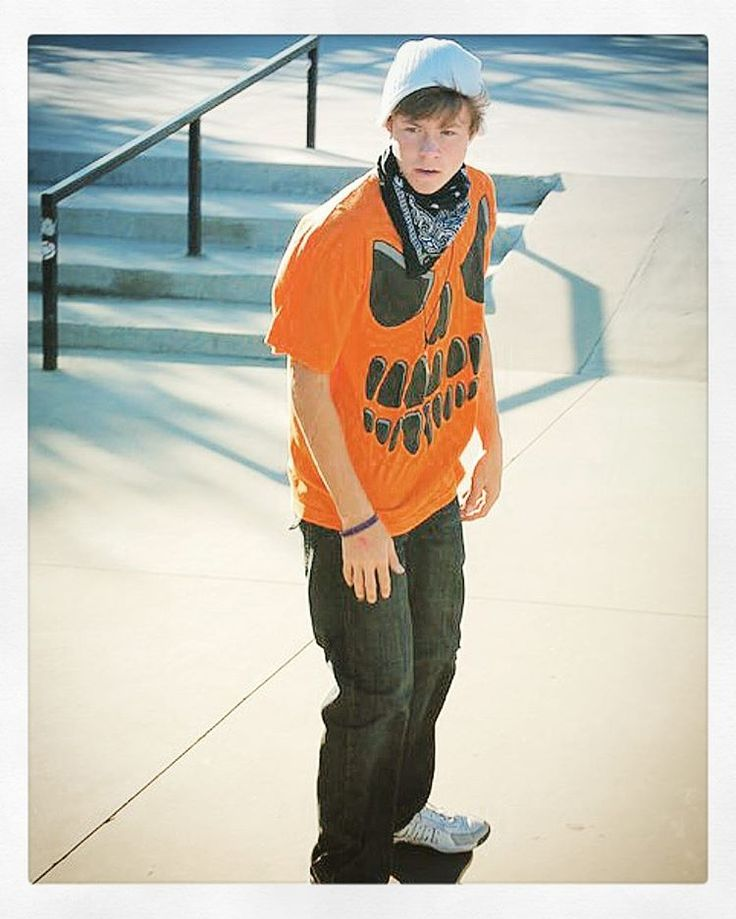 There's always been something very calming about skate parks for me. It really does help me clear my mind....and bust my ass lol Halloween 2010 #NoPainNoGain #Skater #SkatePark #SkateBoarding #Halloween #2010 #JackOLantern #Beanie #FallFashion #BBoy #Joker #Actor #Dancer #BigBrother #YoungMan #Model #MaleModel #DaysLikeThese #ThinkingOfYou #Always #FitLife #Gains