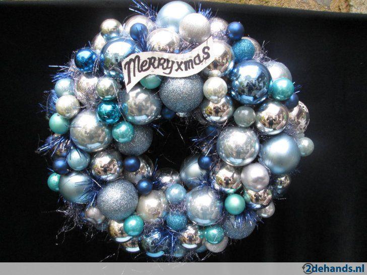 Nieuwe kerstballen krans in blauw ,turkoois, zilver tinten. Gebruikte materialen: glazen en kunststof kerstballen. De diameter is 40 cm. Ook al volop...