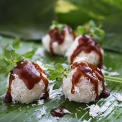 Sweet coconut glutinous rice balls (Len olen) Its a noble traditional Indonesian cake originally from Madura Island, sticky & gooey!