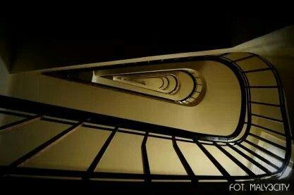 Modernistyczna klatka schodowa z duszą - Gdynia ul.  Nowogrodzka