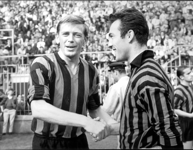 (L-R) Inter Milan's Gerry Hitchens shakes hands with AC Milan's Jimmy Greaves before the match