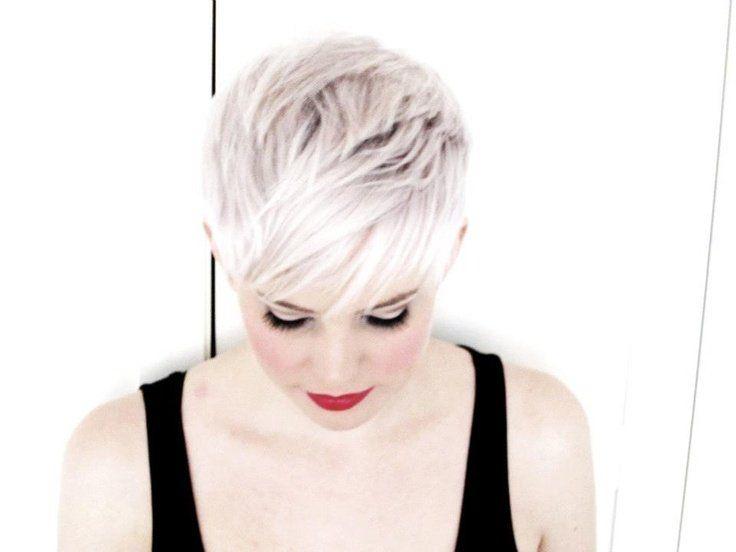 Nog steeds de 2015 kleuren; Wit, zilver, platina, sneeuwblond… 18 extreem trendy korte kapsels