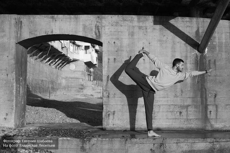 #yoga #asana #йогавкрыму #fit #йога #асана #yogalove #крым #фит #motivation #workout #yogalife #yogainspiration #медитация #yogaman #instayoga #ялта #yogapose #hathayoga #хатхайога #training #аштанга #крым #йогавялте #пляж #натараджасана #natarajasana #пространство22 #dancerpose #позатанцора