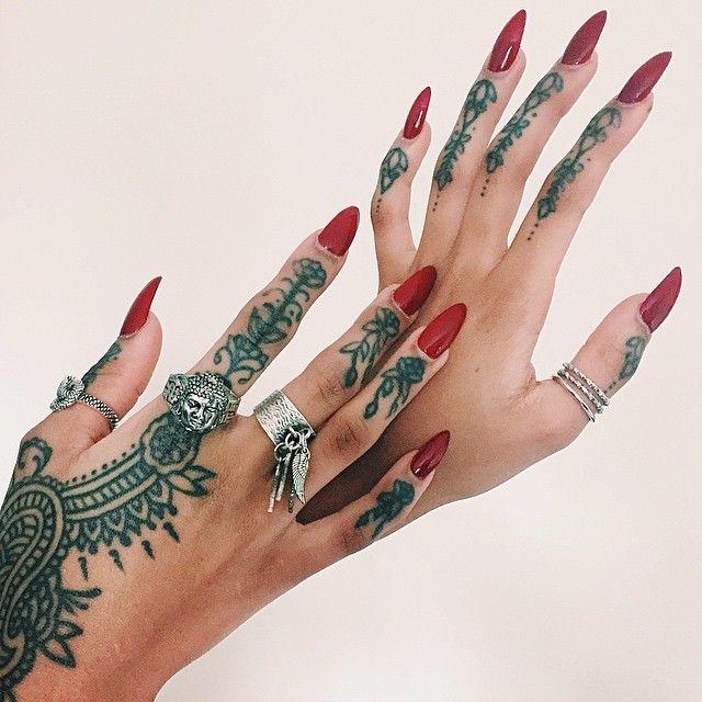 Henna design finger tattoo line black work acrylic nails pointy