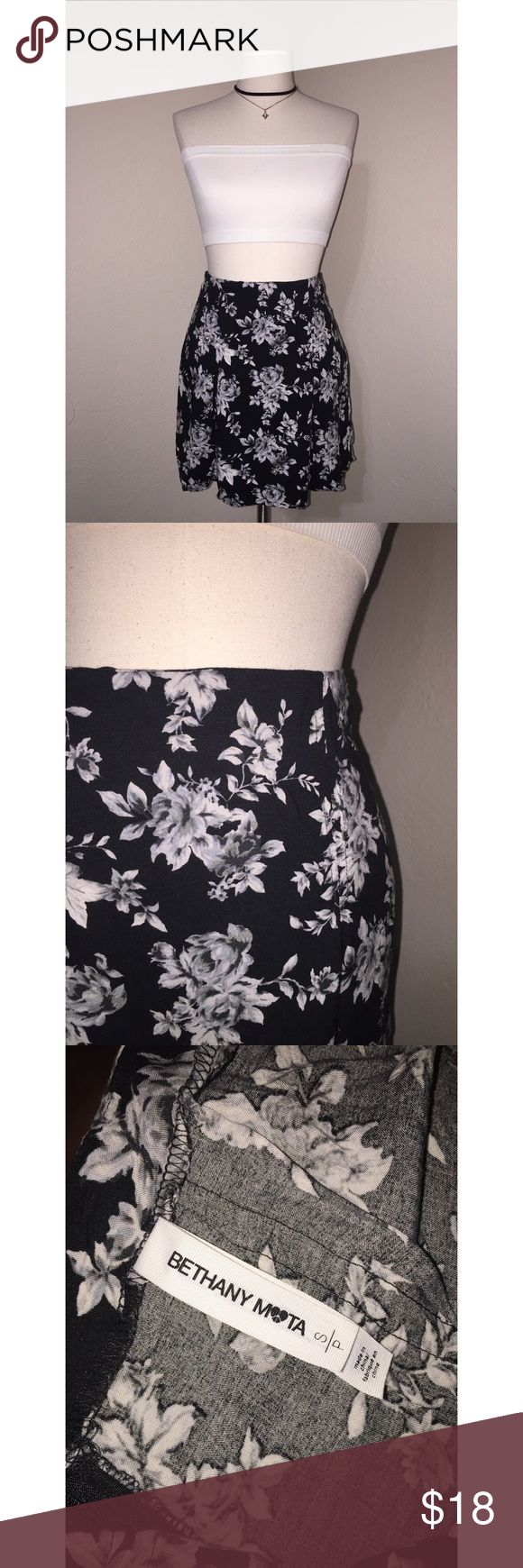 🖤NWOT Bethany Mota Floral Skirt🖤 Floral Bethany Mota Collection skirt with two cute pleats in the front and back ♥️😍! It has no tags but I never wore it! 💕 Aeropostale Skirts Circle & Skater