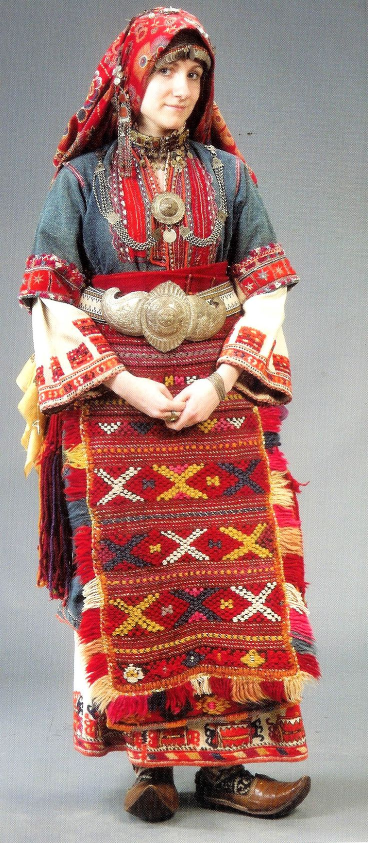 Traditional bridal/festive costume from the Pirin Sandanski area (Bulgarian Macedonia). 19th century & first half of the 20th century. Many features of this costume are similar to the traditional bridal outfit of Türkmen villages in northeast-Anatolia.