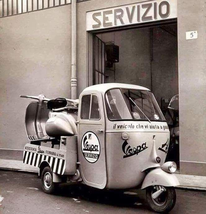Vespa Ape delivering Vespa, the circle of life….