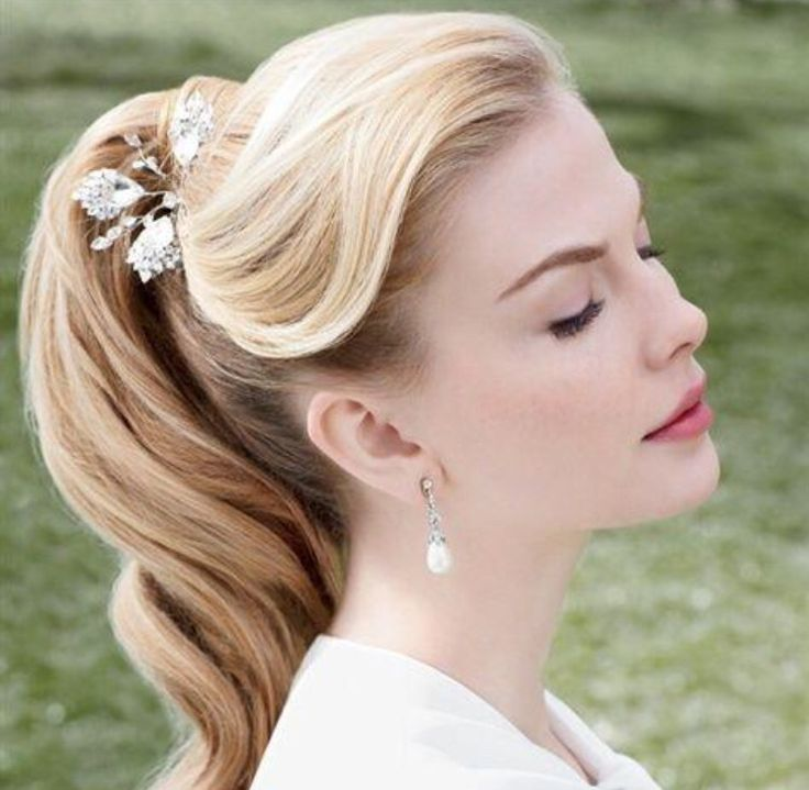 1950s Hairstyles womens 1950s hairstyles with side victory curl on mid length hair Retro Ponytail Grease Hairstyles1950s