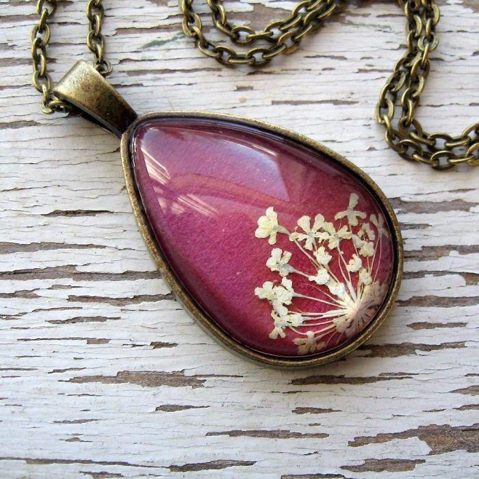 30 skarbów natury zatopionych w oryginalnej, ręcznie wykonanej biżuterii.
