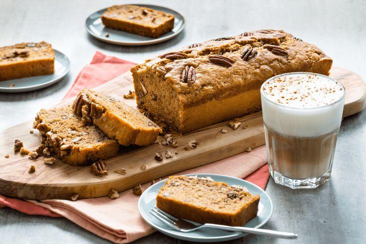 Heerlijk zoet en smeuig bananenbrood met een vleugje kaneel. Voor een extra bite voeg je pecannoten toe. Een traktatie die wel zoet maar met meer vezels en minder suikers is dan een traditionele cake.