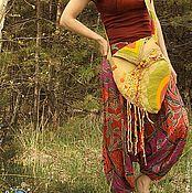 Купить или заказать 'У границы Вековечного леса', сумка в интернет-магазине на Ярмарке Мастеров. Древлепуща или Вековечный Лес — в легендариуме Дж. Р. Р. Толкина о Средиземье — небольшая лесистая местность, расположенная к востоку от Шира в Бэкланде (Заскочье). Старый Лес — это практически всё, что осталось от первобытных лесов, покрывавших большую часть Эриадора в Первую Эпоху. Хоббиты считали, что деревья в Старом Лесу были в каком-то смысле «разбужены» и вели себя враждебно по отношению к…