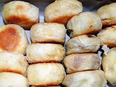 Kue Pia Kering - Simak panduan dari video cara membuat pie dari resep kue pia kering basah legong kacang hijau ijo coklat keju khas bali solopaling lengkap dan praktis.