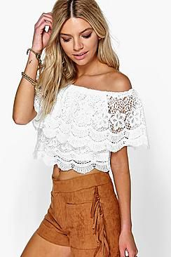 ¡Cómpralo ya!. Top De Encaje Y Crochet Con Volante Y Hombros Descubiertos Tia. Steal the style top spot in a statement separate from the tops collectionCamis or crops, bandeaus or bralets, we've got all the trend-setting tops so you can stay statement in separates this season. Hit refresh on your jersey basics with pastel hues and pick a quirky kimono to give your ensemble that Eastern-inspired edge. Off the shoulder styles are oh-so-sweet, with slogans making your tee a talking point…
