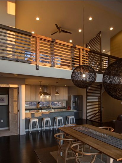 Have you ever dreamt about an open plan living space? Take a look at this apartment! The Tolix Bistro Bar Stools are a brillant choice for this sensational space!
