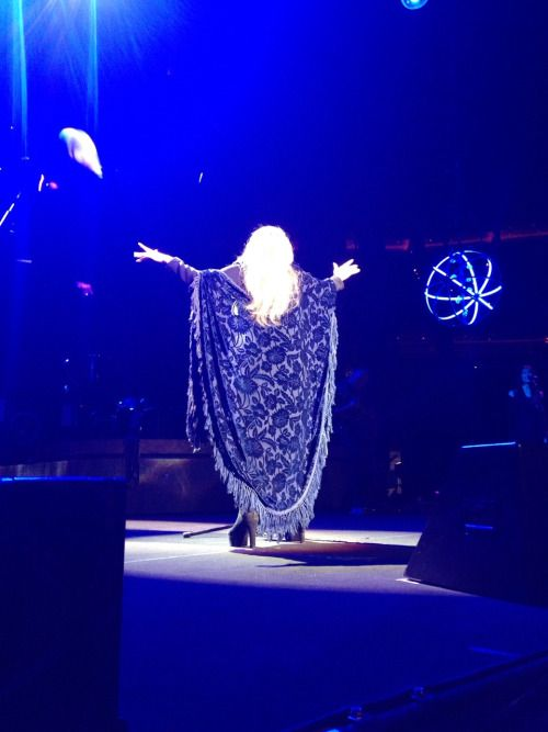 Stevie   ~ ☆♥❤♥☆ ~   wearing her magnificent blue Bella Donna blue shawl ~ magical as always in the Verizon Centre, Washington D.C.  on November 14th 2016 ~  love how her blonde hair tumbles down over the shawl   ~   https://www.stevienicksofficial.com/news/stevie-nicks-announces-27-city-north-american-24-karat-gold-tour-with-pretenders