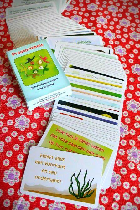 Praatprikkels, kaartjes met prikkelende vragen om te filosoferen met kinderen. €10,95 via www.filosofiejuf.nl