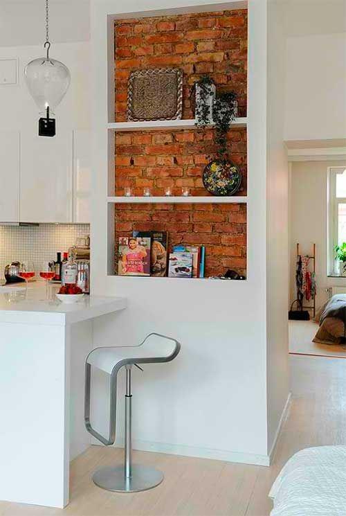 Внутренняя отделка стены кирпичом в кухне