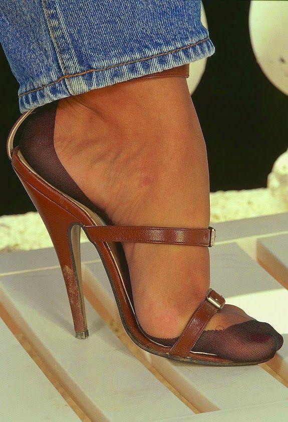 Pin di Johnny Atas su heel | Heels, Nylons heels e ...